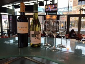 New menu, new wines! A new red, a delicious Kaiken Malbec from Mendoza, Argentinia. And a new white wine, a willow way no.2. A delicious rare blend from pinot grigio and chardonnay from Western cape, South Africa. Curious about the taste? Come and taste this delicious wines at Cobra café Museumplein! Hope to see y'all soon!